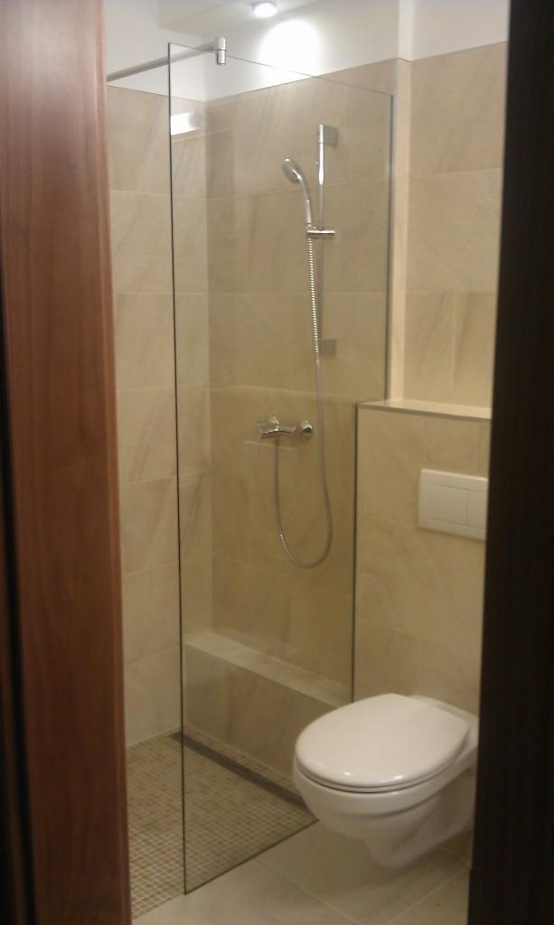 Keret nélküli zuhanyfal
